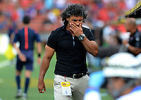 MEDELLIN - COLOMBIA - 15-08-2015 Leonel Alvarez Director Tecnico del Independiente Medellin durante el encuentro contra  el  Independiente  MSanta Fe   durante partido  por la fecha 5 de la Liga Aguila II 2015 jugado en el estadio Atanasio Girardot. /  Leonel Alvarez  coach of Independiente Medellin reacts during match  against  of Independiente Santa Fe   during a match for the five date of the Liga Aguila II 2015 played at Atanasio Girardot stadium in Medellin city. Photo: VizzorImage / Leon Mosalve  / Str.