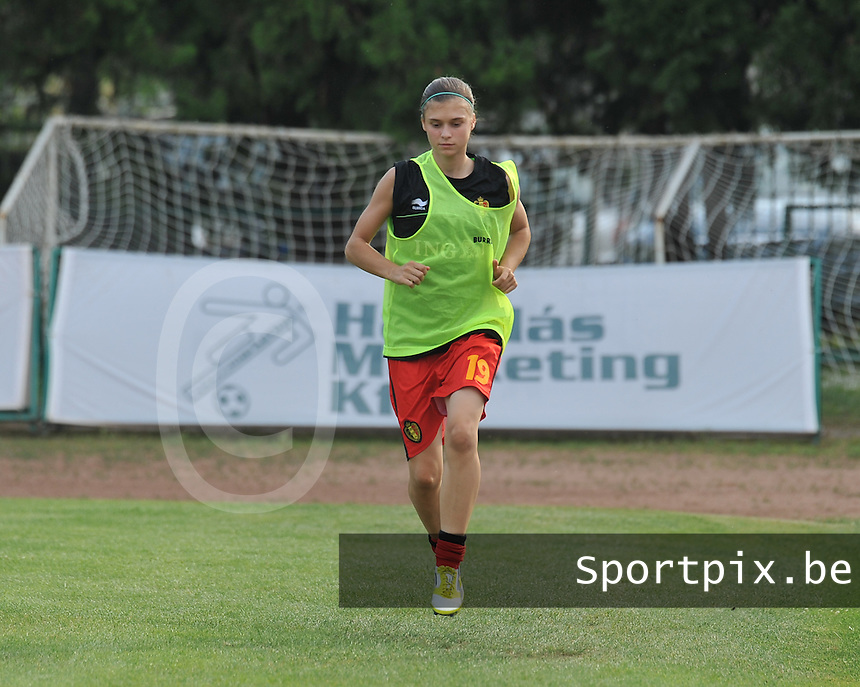 Hungary - Hongarije : UEFA Women's Euro Qualifying group stage (Group 3) - 20/06/2012 - 17:00 - szombathely  - : Hungary ( Hongarije ) - BELGIUM ( Belgie) :.Anaelle Wiard.foto DAVID CATRY / JOKE VUYLSTEKE / Vrouwenteam.be.