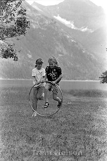 ? Dalton and ? Scurti playing hoop race at the Robinsion reunion.<br />