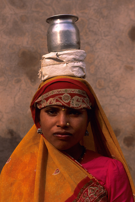 INDIA, AGRA, FORT, WOMAN, PORTRAIT