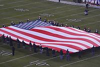 US Flagge bei der Nationalhymne auf dem Feld - 09.12.2019: Philadelphia Eagles vs. New York Giants, Monday Night Football, Lincoln Financial Field