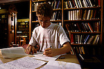'OXFORD UNIVERSITY' 1995, PETER FLINT IN THE NEW LIBRARY, MAGDALEN COLLEGE, 1995