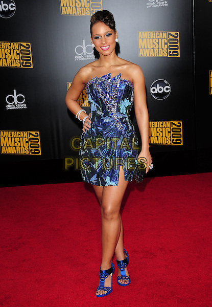 ALICIA KEYS.The 2009 American Music Awards held at The Nokia Theatre L.A. Live in Los Angeles, California, USA. .November 22nd, 2009.AMA AMA's full length dress blue sandals pattern print mini strapless dress clutch bag .CAP/RKE.©DVS/RockinExposures/Capital Pictures