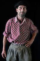 Javier Calvelo/ URUGUAY/ MONTEVIDEO/ FOTOGRAFIA/ Expoprado - Exposicion Rural del Prado de Montevideo/ Proyecto documental sobre la identidad, lo nacional, lo Uruguayo. Se trata de retratos simples mirando a camara y con un fondo neutro. Les pregunto a los fotografiados como quieren ser recordados en el futuro y de que localidad del Uruguay son.<br /> El titulo esta basado en la obra de Raymond Firth, Tipos Humanos. (Raymond William Firth, ( 1901-2002) fue un etn&oacute;logo neozeland&eacute;s profesor de Antropolog&iacute;a en la London School of Economics, es uno de los fundadores de la antropolog&iacute;a econ&oacute;mica brit&aacute;nica). <br /> En la foto:  Tipos Humanos en Expoprado, Da&ntilde;ielo Gonzalez, Soca - Canelones. Foto: Javier Calvelo <br /> <br /> 2013-09-06 dia viernes