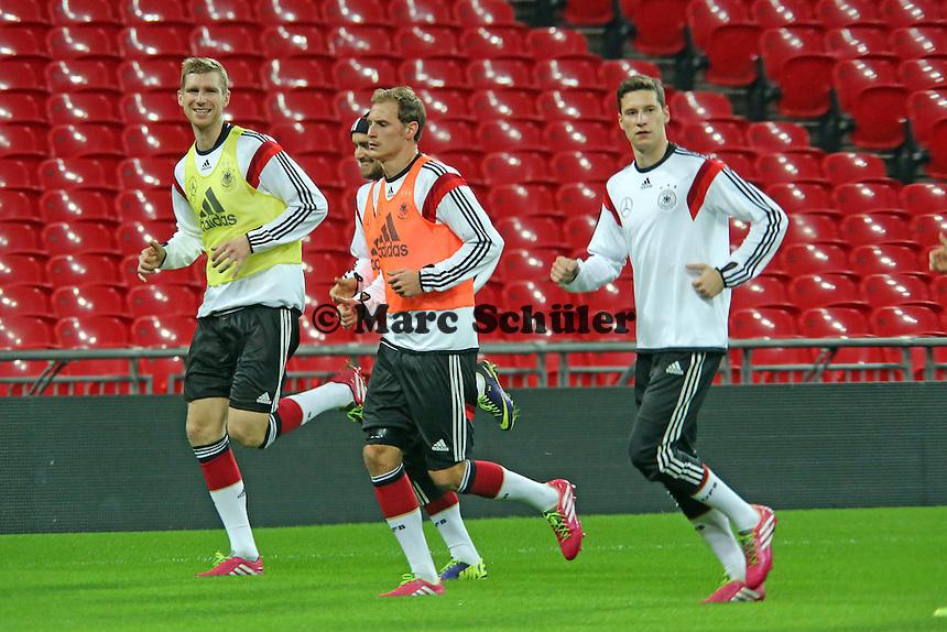 Per Mertesacker, Marcel Schmelzer, Benedikt Höwedes, Julian Draxler (D) - Abschlusstraining der Nationalmannschaft im Wembley Stadium