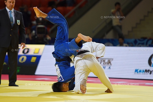 (L-R) Duanbin Ma (CHN), Masashi Ebinuma (JPN), AUGUST 25, 2015 - Judo : World Judo Championships Astana 2015 Men's -66kg 2nd round at Alau Ice Palace in Astana, Kazakhstan. (Photo by AFLO SPORT)