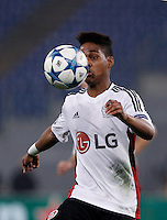 Calcio, Champions League, Gruppo E: Roma vs Bayer Leverkusen. Roma, stadio Olimpico, 4 novembre 2015.<br /> Bayer Leverkusen's Wendell in action during a Champions League, Group E football match between Roma and Bayer Leverkusen, at Rome's Olympic stadium, 4 November 2015.<br /> UPDATE IMAGES PRESS/Isabella Bonotto