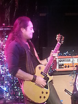 Jake e Lee performing live at Vamp'd in Las Vegas in 2012.