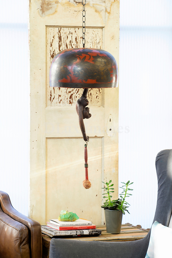 Artistic pendant lamp