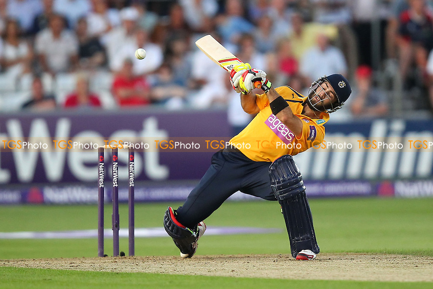 Glenn Maxwell of Hampshire evades a Graham Napier bouncer - Essex Eagles vs Hampshire CCC - NatWest T20 Blast Cricket at the Essex County Ground, Chelmsford, Essex - 22/07/14 - MANDATORY CREDIT: Gavin Ellis/TGSPHOTO - Self billing applies where appropriate - contact@tgsphoto.co.uk - NO UNPAID USE