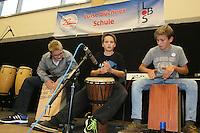 Tim Felger, Arne Döries, Ole Neumann von der Percussion-Gruppe von Ully Leonhardt mit einem selbstkomponierten Stück
