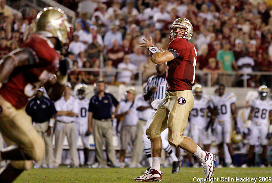 TALLAHASSEE, FL 10/10/09-FSU-Ga. Tech FB09 CH38-Florida State's Christian Ponder, right, looks for Jermaine Thomas, left, before throwing a touchdown pass to him against Georgia Tech during first half action Saturday at Doak Campbell Stadium in Tallahassee. .COLIN HACKLEY PHOTO