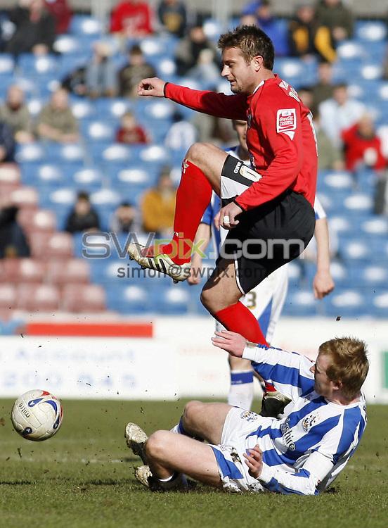 Pix, Shaun Flannery/SWpix. Coca-Cola League One, Huddersfield Town v Barnsley, 1st April 2006...COPYRIGHT PICTURE>>SIMON WILKINSON>>01943 - 608782>>..Huddersfield's Jonathan Worthington challenges Barnsley's Stephen McPhail.