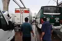 SAO PAULO, SP, 18 FEVEREIRO 2013 -CHUVA- Carros parados na Av: luiz Inacio de Anhaia Melo na Vila Prudente depois da forte chuva na Regiao  (FOTO: ADRIANO LIMA / BRAZIL PHOTO PRESS).