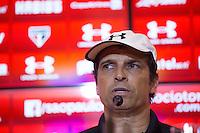 SÃO PAULO, SP, 11.11.2015 - FUTEBOL-SAO PAULO - O técnico interino do São Paulo Futebol Clube  Milton Cruz, durante entrevista coletiva após o treino no Centro de Treinamento da Barra Funda, na tarde desta quarta-feira, 11 (Foto: Adriana Spaca/Brazil Photo Press)