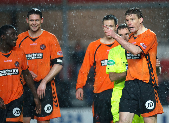 Darren Dods raging at Michael Higdon after a flying elbow cut his eye. His team mates don't share his concern...