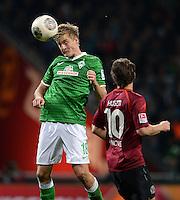 FUSSBALL   1. BUNDESLIGA   SAISON 2013/2014   11. SPIELTAG SV Werder Bremen - Hannover 96                         03.11.2013 Felix Kroos (li, SV Werder Bremen) gegen Szabolcs Huszti (re, Hannover)