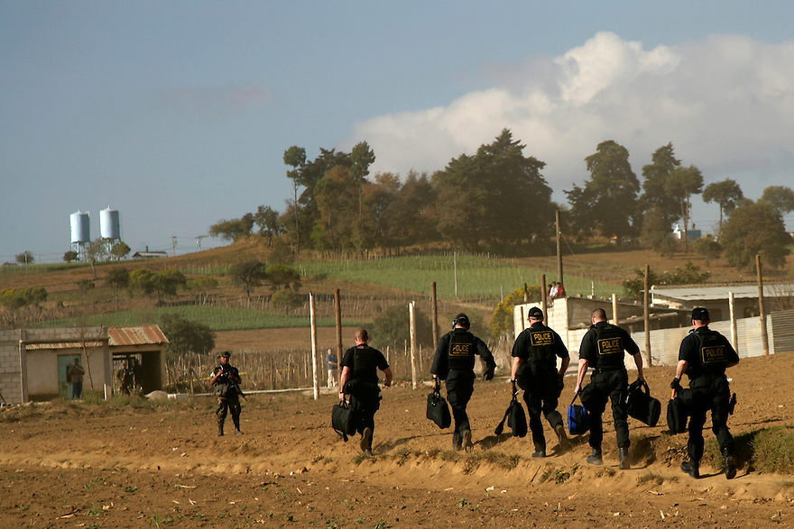 Secret Service agents run across a field upon the arrival of U.S. President George W. Bush in Santa Cruz Balanya, Guatemala, Monday, March 12, 2007..Photo by Brooks Kraft/Corbis......