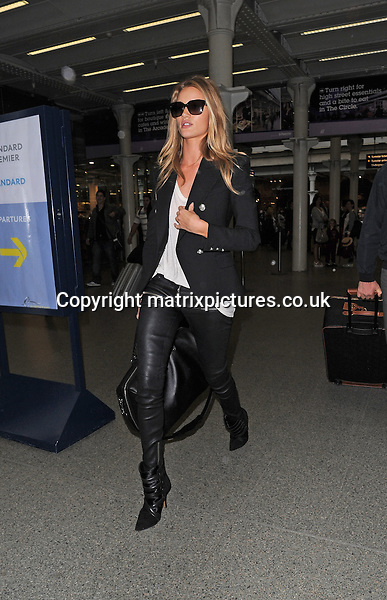 NON EXCLUSIVE PICTURE: PALACE LEE / MATRIXPICTURES.CO.UK<br /> PLEASE CREDIT ALL USES<br /> <br /> WORLD RIGHTS<br /> <br /> English supermodel and actress Rosie Huntington-Whiteley is pictured as she arrives to London's St Pancras train station on a Eurostar from Paris with her boyfriend, English actor Jason Statham.<br /> <br /> SEPTEMBER 27th 2013<br /> <br /> REF: LTN 136392