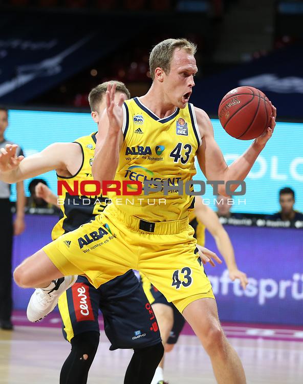 #43 Luke Sikma Alba von Alba Berlin   <br /> Basketball, nph0001 1.Bundesliga BBL-Finalturnier 2020.<br /> Halbfinale Spiel 2 am 24.06.2020.<br /> <br /> Alba Berlin vs EWE Baskets Oldenburg <br /> Audi Dome<br /> <br /> Foto: Christina Pahnke / sampics  / POOL / nordphoto<br /> <br /> National and international News-Agencies OUT - Editorial Use ONLY