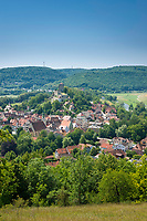 Deutschland, Bayern, Mittelfranken, Naturpark Altmuehltal, Pappenheim: Stadtansicht mit Burg Pappenheim | Germany, Bavaria, Middle Franconia, Nature Park Altmuehl Valley, Pappenheim: town view with Pappenheim Castle