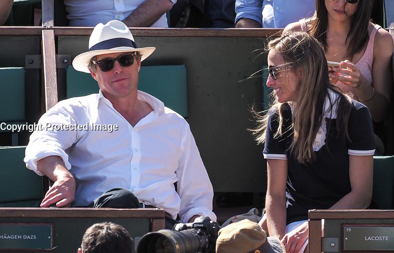 Hugh Grant et sa compagne Anna Eberstein<br /> day 12<br /> Roland Garros 2017