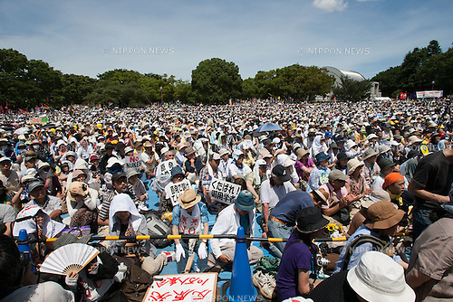 July 16, 2012 - Tokyo, Japan - Anti-nuclear protestors are seen at a park prior to marching on the streets in downtown Tokyo during the massive 100,000 people's call demanding the abolishment of all nuclear power plants. Since the recently resumed operations of the Oi Nuclear Power Plant in Fukui Prefecture, has attracted an ever growing number of anti-nuclear demonstrators in a call to stop all forms of nuclear energy. (Photo by Christopher Jue/AFLO)