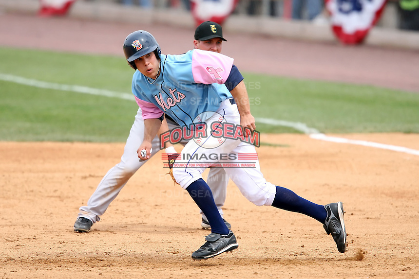 May 3, 2009:  D.J. Wabick of the Binghamton Mets, Eastern League Class-AA affiliate of the New York Mets, attempts to steal second during a game at the NYSEG Stadium in Binghamton, NY.  The Mets wore special blue and pink jerseys that were auctioned off after the game to benefit breast and prostate cancer.  Photo by:  Mike Janes/Four Seam Images