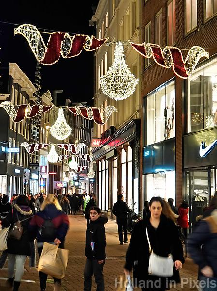 Nederland - Amsterdam - Januari 2019.  De Kalverstraat rond de Feestdagen.  Foto Berlinda van Dam / Hollandse Hoogte