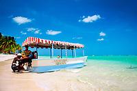 DOM, Dominikanische Republik, Punta Cana, Playa Bavaro, Glass Bottom Boot am Strand   DOM, Dominican Republic, Punta Cana, Bavaro beach, Glass Bottom Boat