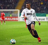 Sebastien Haller (Eintracht Frankfurt) legt sich den Ball zurecht vor dem 2:0 - 07.02.2018: Eintracht Frankfurt vs. 1. FSV Mainz 05, DFB-Pokal Viertelfinale, Commerzbank Arena