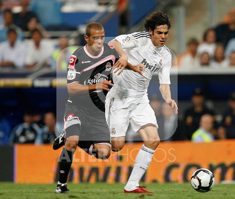 Real Madrid's Kaka (r) and Deportivo de La Coruna's Juca during La Liga match.August 29 2009. (ALTERPHOTOS/Acero).