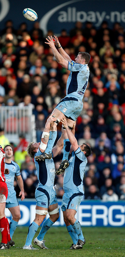 Photo: Richard Lane/Richard Lane Photography. Gloucester Rugby v Cardiff Blues. Heineken Cup. 18/01/2009. Cardiff's Deiniol Jones wins a lineout.