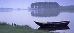 Europa, DEU, Deutschland, Nordrhein Westfalen, Niederrhein, Xanten, Naturschutzgebiet Bislicher Insel, Alter Kahn am Alten Rheinarm, Kahn am Alten Rheinarm. Kernstueck dieses in der Rheinaue gelegenen Naturschutzgebietes sind der ueber fuenf Kilometer lange Xantener Altrhein mit seinem reichen Spektrum an Wasser- und Uferpflanzengesellschaften sowie die Weichholzauenwaelder bzw. deren Entwicklungsstadien. Im Uferbereich sind noch Reste von Weiden- und Eschen-Ulmen-Auwald vorhanden. Der Xantener Altrhein ist als einer der floristisch-vegetationskundlich bedeutendsten Altarme des Niederrheins...[Fuer die Nutzung gelten die jeweils gueltigen Allgemeinen Liefer-und Geschaeftsbedingungen. Nutzung nur gegen Verwendungsmeldung und Nachweis. Download der AGB unter http://www.image-box.com oder werden auf Anfrage zugesendet. Freigabe ist vorher erforderlich. Jede Nutzung des Fotos ist honorarpflichtig gemaess derzeit gueltiger MFM Liste - Kontakt, Uwe Schmid-Fotografie, Duisburg, Tel. (+49).2065.677997, fotofinder@image-box.com, www.image-box.com]