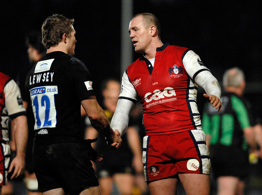 Photo: Richard Lane..London Wasps v Gloucester Rugby. Guinness Premiership. 26/12/2006. .Gloucester's Mike Tindall (rt) shakes hands with Wasps' Josh Lewsey.