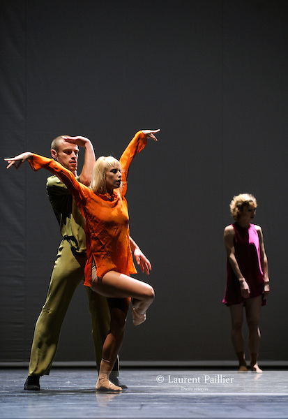 QUINTETT<br /> <br /> Choregraphie : FORSYTHE William<br /> Compositeur : Gavin Bryars - Jesus' blood never failed me yet<br /> Compagnie : Ballet de l'Opera de Lyon<br /> Lumiere : FORSYTHE William<br /> Costumes : GALLOWAY Stephen<br /> Decors : FORSYTHE William<br /> Avec : <br /> GKEKAS Harris<br /> LAIZET Franck<br /> NELSON Jean-Claude<br /> VANDAMME Agalie<br /> KNIGHT Caelyn<br /> Lieu : Opera de Lyon<br /> Cadre : Biennale de la danse 2010<br /> Ville : Lyon<br /> Le : 2010 09 23<br /> <br /> © Laurent PAILLIER / www.photosdedanse.com<br /> All Rights reserved