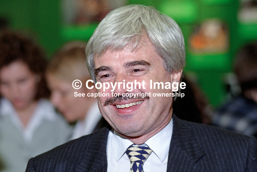 Larry Whitty, general secretary, Labour Party, UK, 199509044..Copyright Image from Victor Patterson, 54 Dorchester Park, Belfast, UK, BT9 6RJ..Tel: +44 28 9066 1296.Mob: +44 7802 353836.Voicemail +44 20 8816 7153.Skype: victorpattersonbelfast.Email: victorpatterson@me.com.Email: victorpatterson@ireland.com (back-up)..IMPORTANT: If you wish to use this image or any other of my images please go to www.victorpatterson.com and click on the Terms & Conditions. Then contact me by email or phone with the reference number(s) of the image(s) concerned.