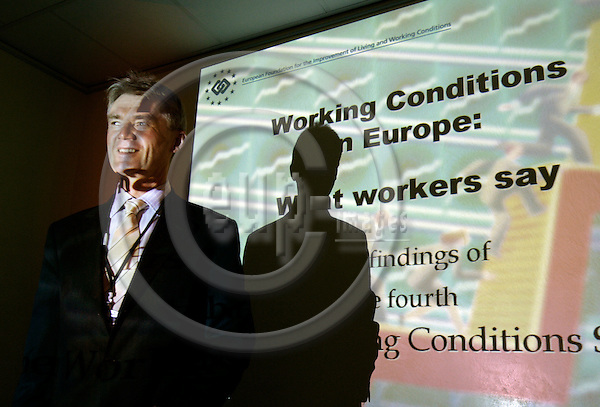 BRUSSELS - BELGIUM - 07 NOVEMBER 2006 -- Jorma KARPPINEN, Director of EUROFOUND, presents the Fourth European Working Conditions Survey: First results of Working conditions in Europe - what workers say.   PHOTO: ERIK LUNTANG / EUP-IMAGES