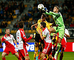 Nederland, Kerkrade, 21 september 2012.Eredivisie.Seizoen 2012-2013.Roda JC-FC Utrecht (0-1).Robbin Ruiter, keeper (doelman) van FC Utrecht stompt de bal weg