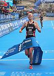 06.07.2019,  Innenstadt, Hamburg, GER, Hamburg Wasser World Triathlon, Elite Frauen, im Bild die Siegerin Non Standford (GBR) laeuft durch das Ziel Foto © nordphoto / Witke *** Local Caption ***