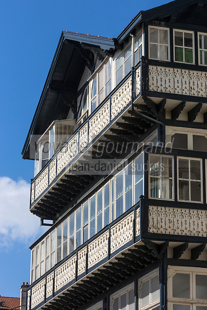 France, Aquitaine, Pyrénées-Atlantiques, Pays Basque, Biarritz: Villa  avec vérandas continues sur des balcons en bois, 16 avenue Victor Hugo  //  France, Pyrenees Atlantiques, Basque Country, Biarritz: Villa , 16 avenue Victor Hugo
