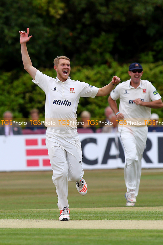 Jamie Porter of Essex CCC appeals in vain for the wicket of Rob Key