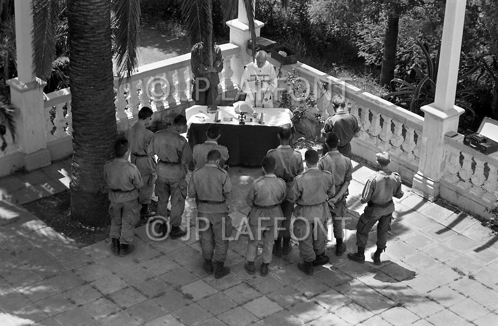 Ecole Militaire d'Infanterie de Cherchell, Algérie, Sept 1960. EOR (Eleves Officiers de Reserves) The futur infantery officers during their long training walks. Sunday morning in Faisant farm. The catholic religious service is held outside in the garden.