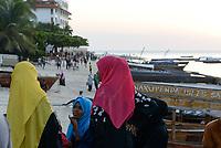 TANZANIA, Zanzibar, Stone town, muslim women at seafront