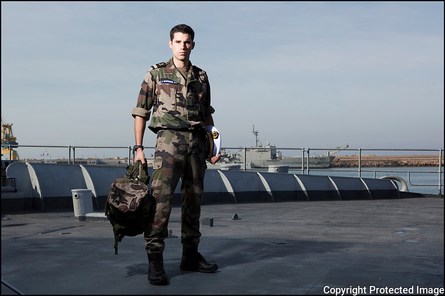 officiers-&eacute;l&egrave;ves - les &laquo; OE &raquo; dans le jargon<br /> Enseigne de vaisseau Julien Petitqueux.