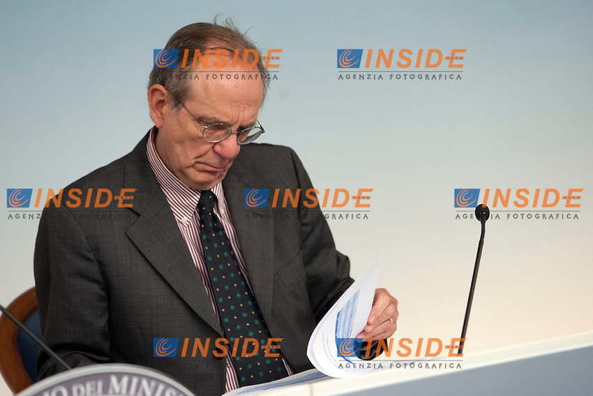 Pier Carlo Padoan<br /> Roma 30-09-2014 Palazzo Chigi. Conferenza stampa al termine del Consiglio dei Ministri.<br /> Press conference at the end of Minister's Cabinet<br /> Photo Samantha Zucchi Insidefoto