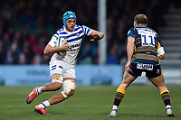 Zach Mercer of Bath Rugby in possession. Gallagher Premiership match, between Worcester Warriors and Bath Rugby on January 5, 2019 at Sixways Stadium in Worcester, England. Photo by: Patrick Khachfe / Onside Images
