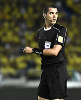 BARRANQUILLA - COLOMBIA - 05-10-2017:  Ricardo Marques (BRA),  arbitro, durante partido entre Colombia y Paraguay por la fecha 17 de la clasificatoria a la Copa Mundial de la FIFA Rusia 2018 jugado en el estadio Metropolitano Roberto Melendez en Barranquilla. / Ricardo Marques (BRA), referee,  during the match between Colombia and Paraguay for the date 17 of the qualifier to FIFA World Cup Russia 2018 played at Metropolitan stadium Roberto Melendez in Barranquilla. Photo: VizzorImage/ Gabriel Aponte / Staff