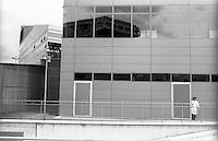 Milano, quartiere Portello, la nuova piazza Gino Valle. Un cuoco sul retro del ristorante della sede di A.C. Milan --- Milan, Portello district, the new Gino Valle square. <br /> A cook on the back of the restaurant of A.C. Milan headquarter.