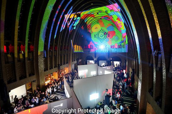 20160929 - Utrecht - Foto: Ramon Mangold/ NFF - 'Bring Your Own Beamer' in het Festivalhart.
